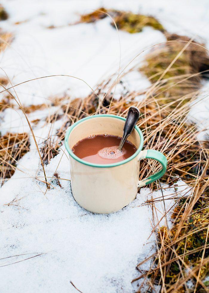 Varm choklad i emaljmugg - Evelinas Ekologiska